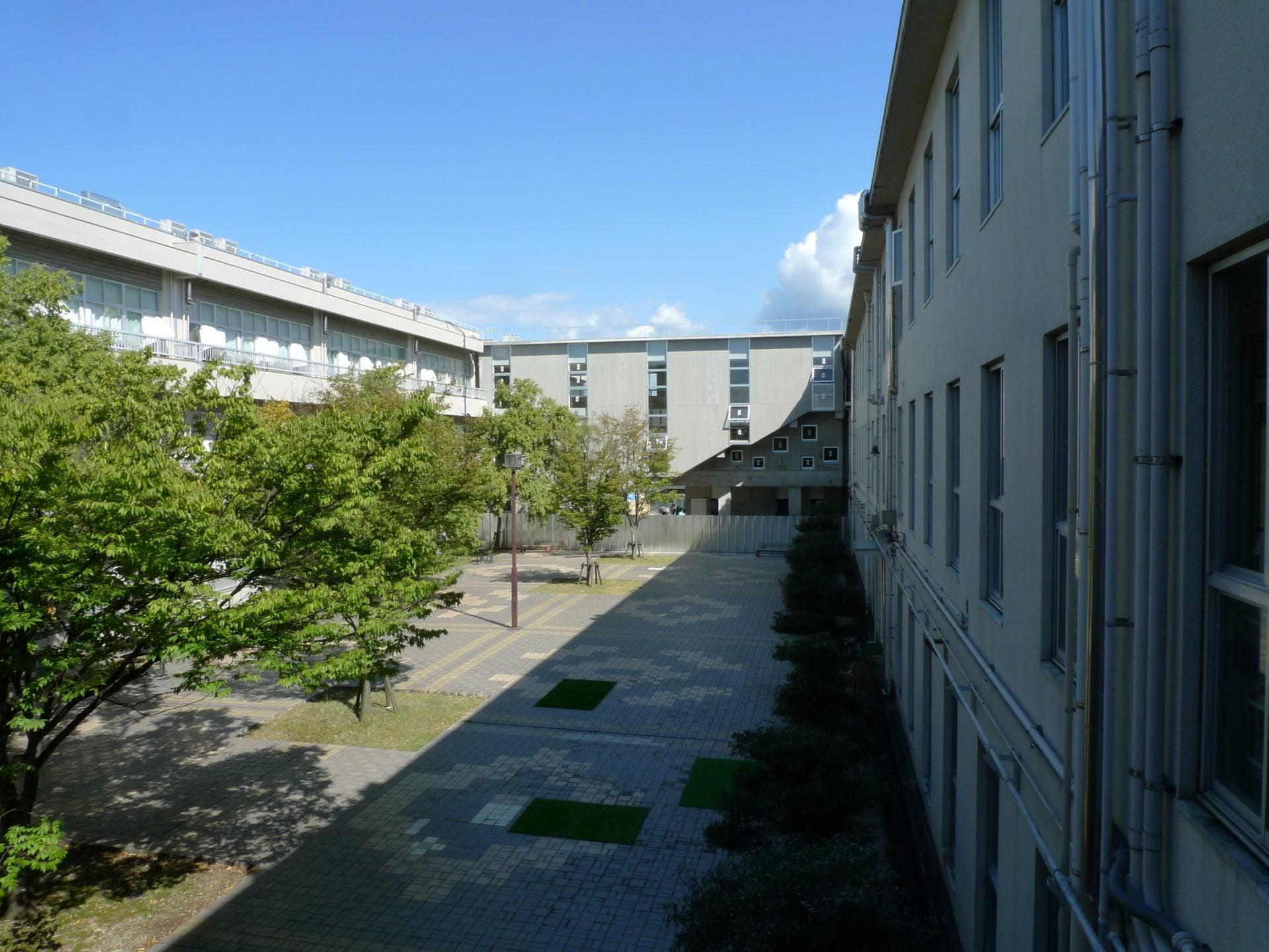 八代高校 東側渡り廊下